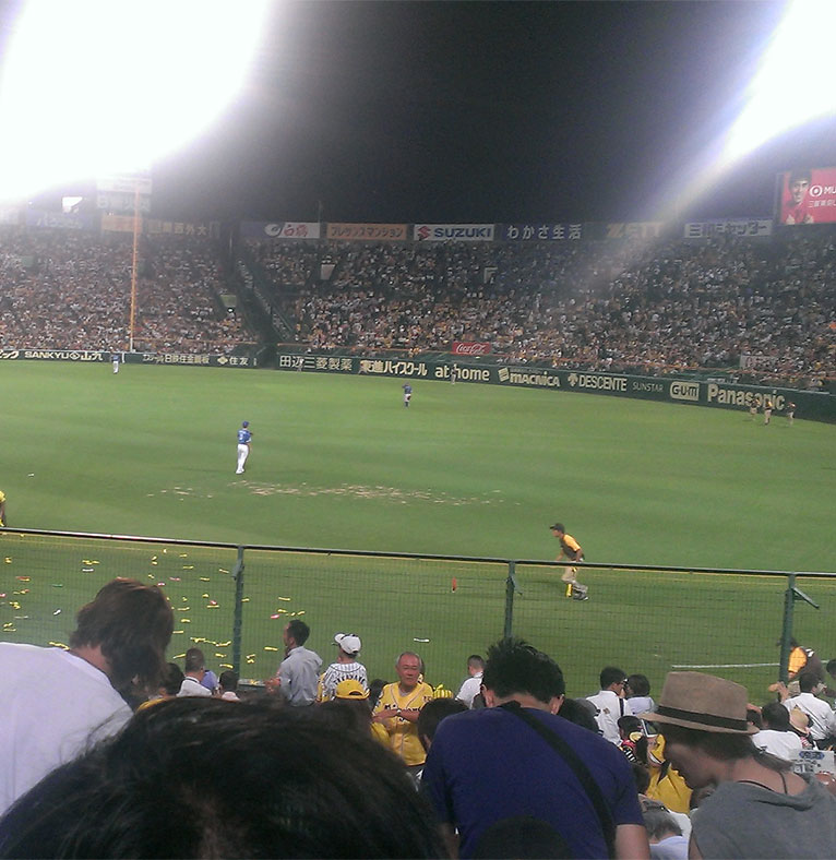 仕事帰りにプロ野球の試合を観に行きました