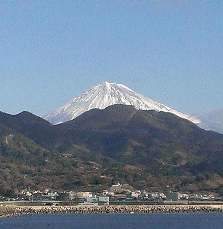 実家からの帰りに富士山を撮りました